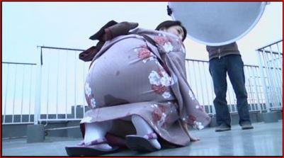 着物の撮影会で我慢できなくてうんちをおもらししちゃった女性