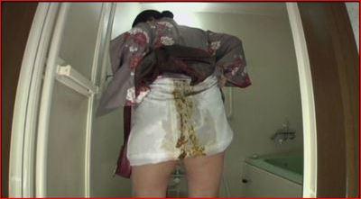 着物を着てウンチをおもらししちゃった女性の和服の裏は下痢便でべっとり汚れていた